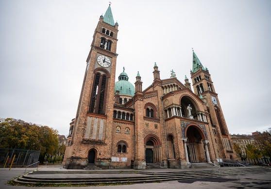 0 Jugendliche sollen Donnerstagabend in die katholische Kirche St. Anton von Padua in Wien-Favoriten eingedrungen sein und dort randaliert haben.