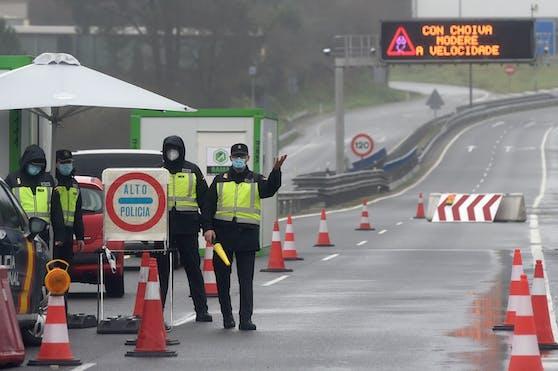 In Portugal ist die Angst vor dem Coronavirus mittlerweile so groß, dass sogar die Grenze zum befreundeten Spanien kontrolliert wird.