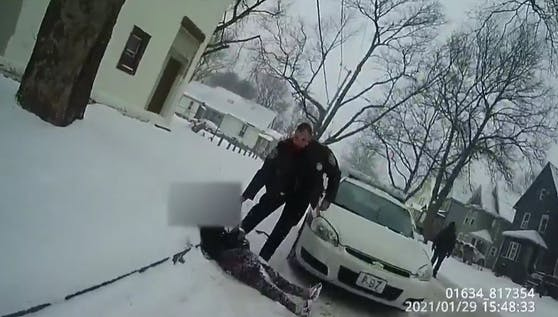 In Rochester (US-Bundesstaat New York) setzten Polizeibeamte Pfefferspray gegen ein 9-jähriges Mädchen ein.