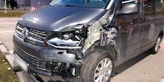 Eisplatte rutscht von Auto, Lenkerin (16) im Spital