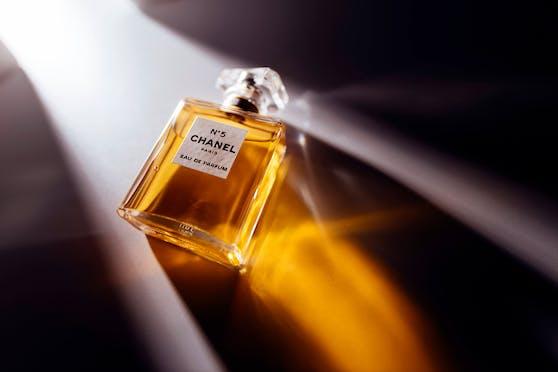 Ein Flakon, der die Welt veränderte. 2021 wird Chanel No. 5 100 Jahre alt.