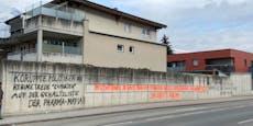 Corona-Graffiti schockiert in Problem-Bezirk Schwaz
