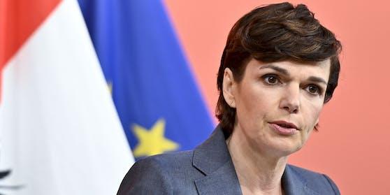 """SPÖ-Chefin Pamela Rendi-Wagner kritisiert die Corona-Maßnahmen der Bundesregierung als """"zahnlos"""""""