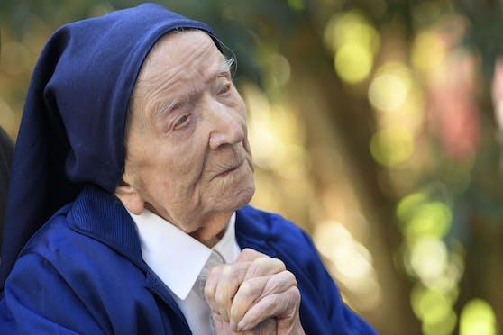 Ordensschwester André hat zu ihrem 117. Geburtstag ein ganz besonders Geschenk bekommen: Sie hat eine Corona-Infektion scheinbar unbeschadet überstanden.