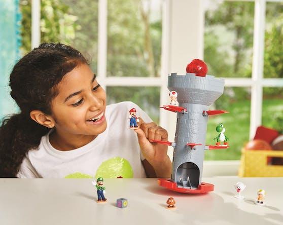 """Le fabricant de jeux Epoch propose les nouveaux jeux de société """"Super Mario"""" pour petits et grands enfants et fans."""