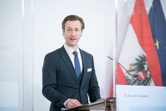 Finanzminister Blümel sagt illegalem Glücksspiel den Kampf an.
