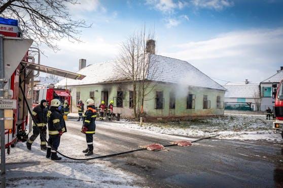 Großeinsatz bei Wohnhausbrand