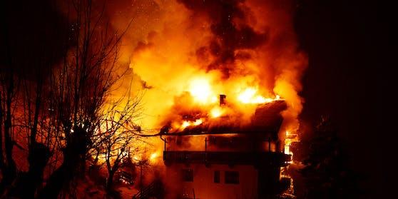 Großbrand eines Bauernhauses am Weerberg.