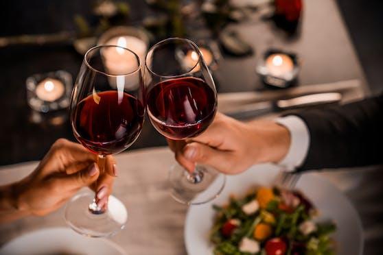 Das romantische Dinner gibt es heuer in den eigenen vier Wänden.