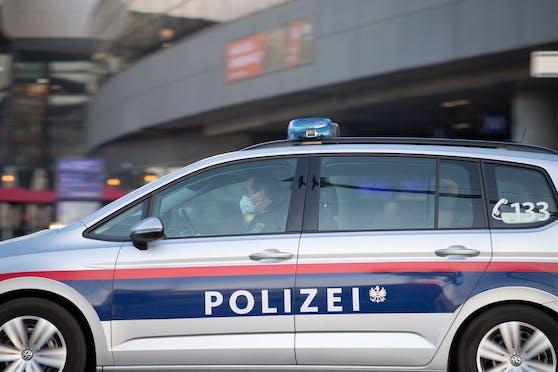 Nicht nur für die Polizei: Wo es einen FFP2-Hinweis im Auto gibt.