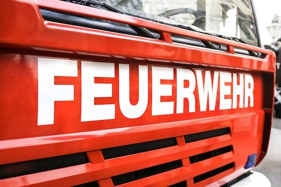 Zahlreiche Feuerwehren stehen im Einsatz.
