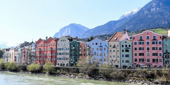 Blick auf Innsbruck: Die Stadt ist besonders bei Studenten beliebt. 20 feierten illegal eine Coronaparty in der Nacht auf Donnerstag.