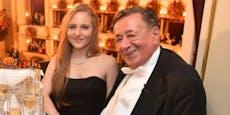 Lugner verrät bei Würstel, was Tochter nicht akzeptiert