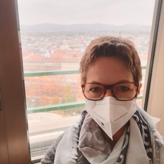 Hannelore ist krank, wünscht sich eine rasche Impfung.