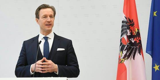 Finanzminister Blümel bei der Pressekonferenz am Freitag, 12.02.2021.
