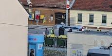 Volvo-SUV landet nach Crash in Wien auf Fahrerseite