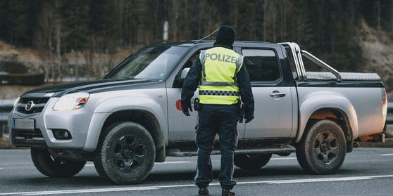 EineStreifenbesatzung der Autobahnpolizei Anif konnte den 21-Jährigen anhalten (Symbolfoto)