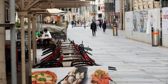 Blick in die Wiener Innenstadt: Die Gastronomie ist zu, will aber öffnen. Unklar ist, wann es soweit sein wird.