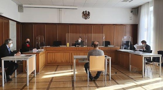 Prozess in Klagenfurt gegen einen Paketzusteller wegen vorsätzlicher Gefährdung von Menschen durch übertragbare Krankheiten