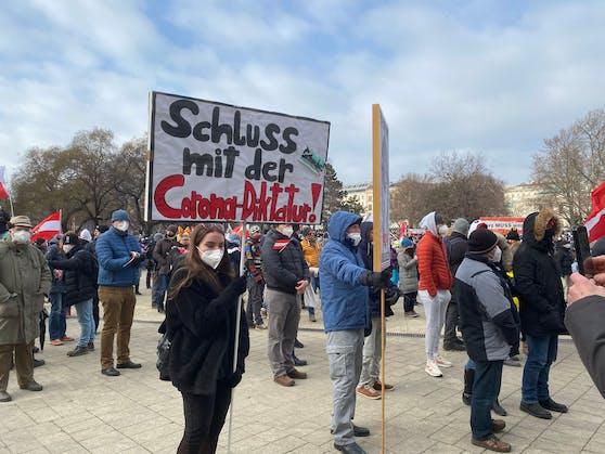 Wie auch diese Anti-Corona-Demo am 13. Februar 2021 in Wien hätte sich die für Samstag geplante Kundgebung in Innsbruck gegen die Maßnahmen der Bundesregierung gerichtet.