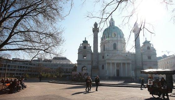 Der Wiener Karlsplatz an einem sonnigen Wintertag. Symbolbild