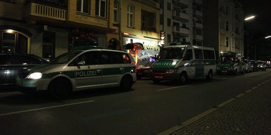 Die Polizei sprengte die Party in dem Swingerclub.