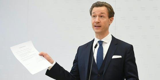 """Finanzminister Gernot Blümel (ÖVP) legte eine eidesstattliche Erklärung vor. """"Weder ich noch die ÖVP Wien noch die mit mir medial in Verbindung gebrachten Vereine"""" haben von der Novomatic AG Spenden für politisches Handeln erhalten."""
