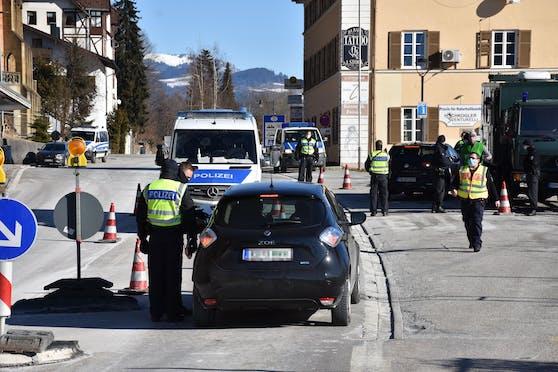 Aus Tirol dürfen nur Deutsche und Ausländer mit Wohnsitz und Aufenthaltserlaubnis in Deutschland einreisen.