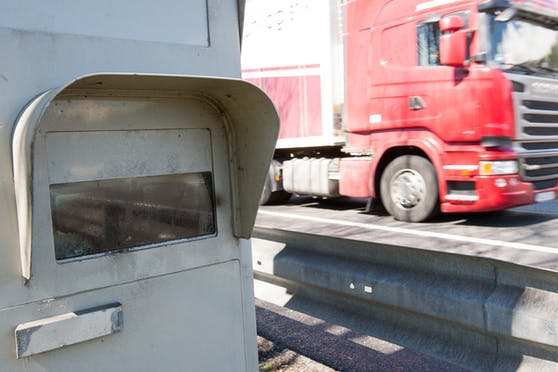 Archivbild einer klassischen Radarbox auf der Inntal Autobahn