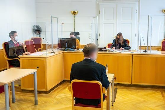 Wegen Tierquälerei musste sich am Montag ein Komponist vor Gericht verantworten.