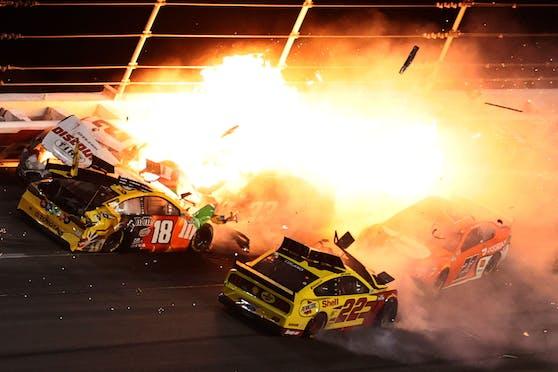 Feuerunfall im Finish der 500 Meilen von Daytona