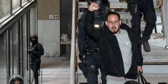 Der Rapper Pablo Hasél wurde in der Universität der katalanischen Stadt Lleida abgeführt.
