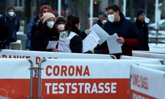 Corona-Teststraße in Wien. Archivbild