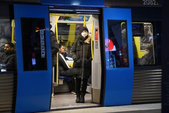 Maskenpflicht in der U-Bahn in Stockholm.