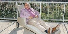 Lugner kritisiert AstraZeneca und plant Partyurlaub