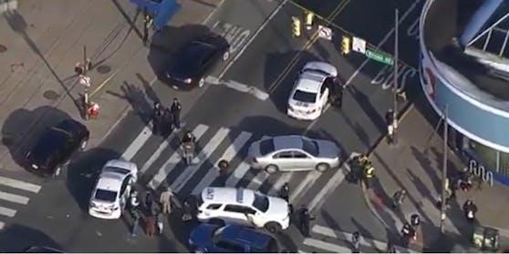 In der US-Stadt Philadelphia eröffnete ein Mann bei einer U-Bahn-Station das Feuer und verletzte mehrere Menschen.