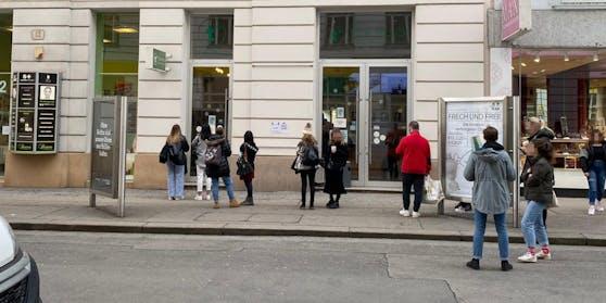 In Wien wollten mehrere Leute wohl den Cream Cheese Tea kosten.
