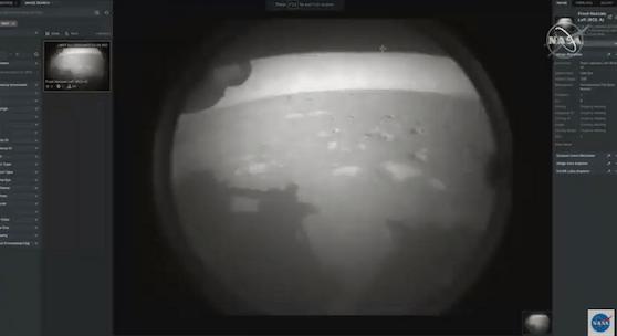 Das erste Bild des Rovers aus dem Roten Planeten.