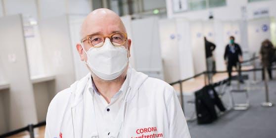 Dr. Dirk Heinrich, Medizinischer Leiter des Impfzentrums Hamburg
