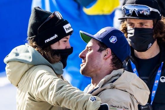 Luca de Aliprandini machte seiner Michelle Gisin im Ziel einen Heiratsantrag.