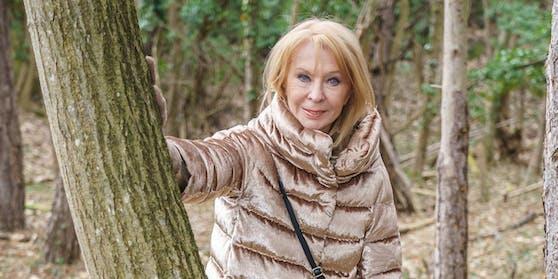 Gerda Rogers beim Spaziergang in Baden.