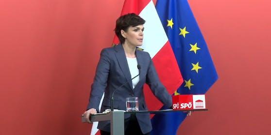 """SPÖ-Chefin Pamela Rendi-Wagner im """"roten Foyer"""" am 2. Februar"""
