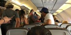 Mann verweigert Maske im Flieger und beleidigt Crew