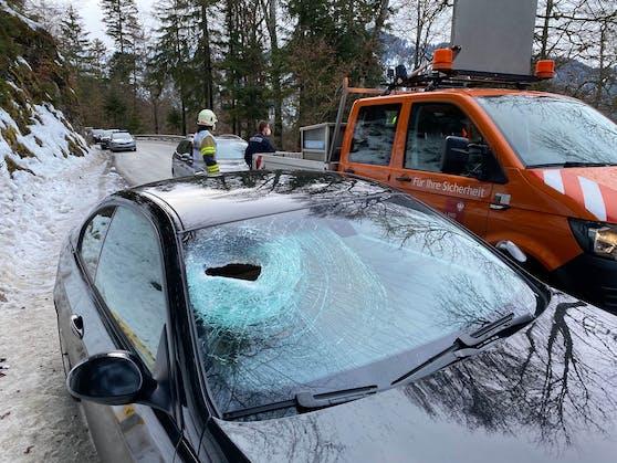 Die Beifahrerin wurde getroffen und schwer verletzt.