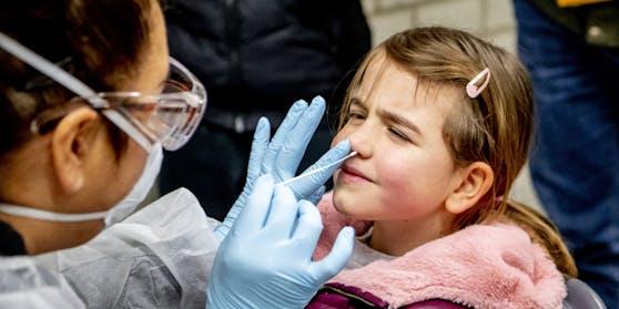 Bezogen auf die Gesamtzahlen stellen die Fünf- bis 24-Jährigen mittlerweile 26,3 Prozent aller Infizierten dar.