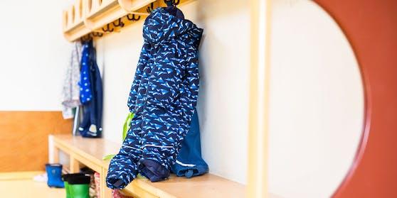 Garderobe eines Kindergartens (Symbolbild)