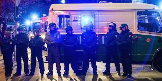 Bei dem Einsatz wurden sechs Polizisten verletzt.