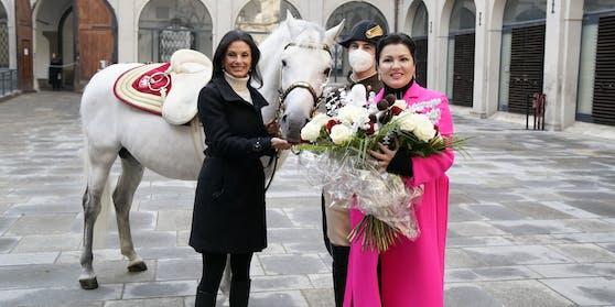 Netrebko (rechts) mit Hofreitschulen-Chefin Sonja Klima