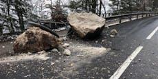 Riesige Felsbrocken verfehlten nur knapp ein Haus