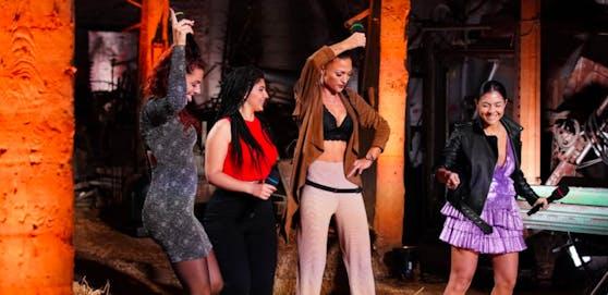 Giuseppina, Lara, Olga und Katharina versuchten, ihre Performance zu retten.